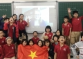 Students celebrating a successful virtual field trip. Photo: Hoa Nắng.